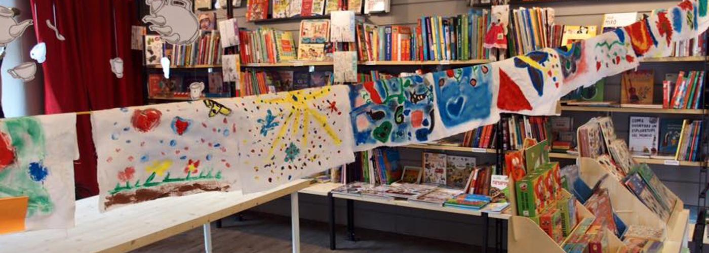 Pittura su tessuto con cera e colore